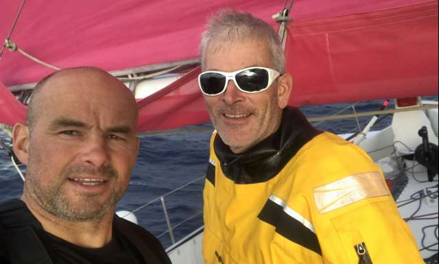 Photo sent from the boat Fenetrea - Mix Buffet, skippers Erwan Le Roux and Vincent Riou, on November 11th, 2017 - Photo Fenetrea - Mix Buffet Bonne journée !